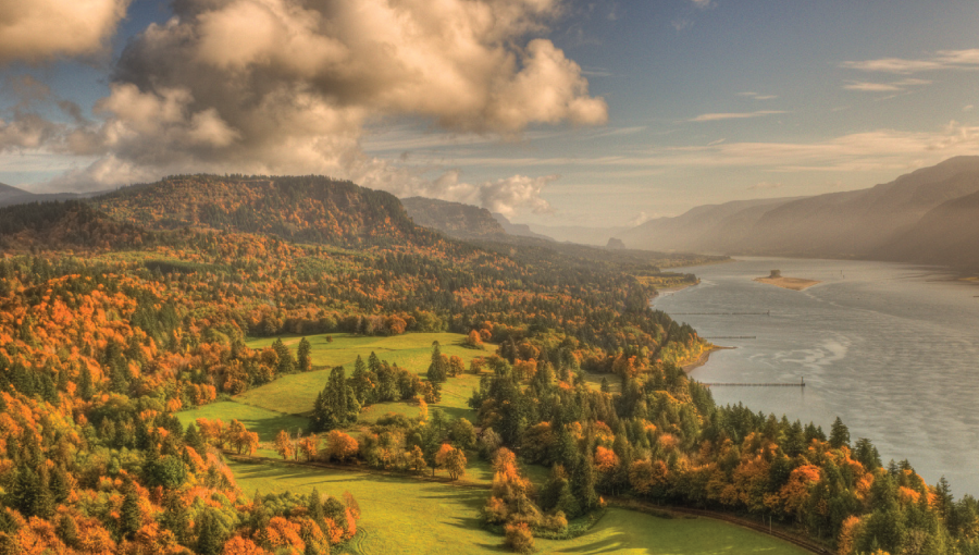 Scenic view of Columbia River Gorge